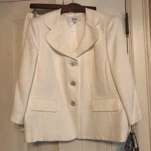 LeSuit 2 piece skirted suit NWT